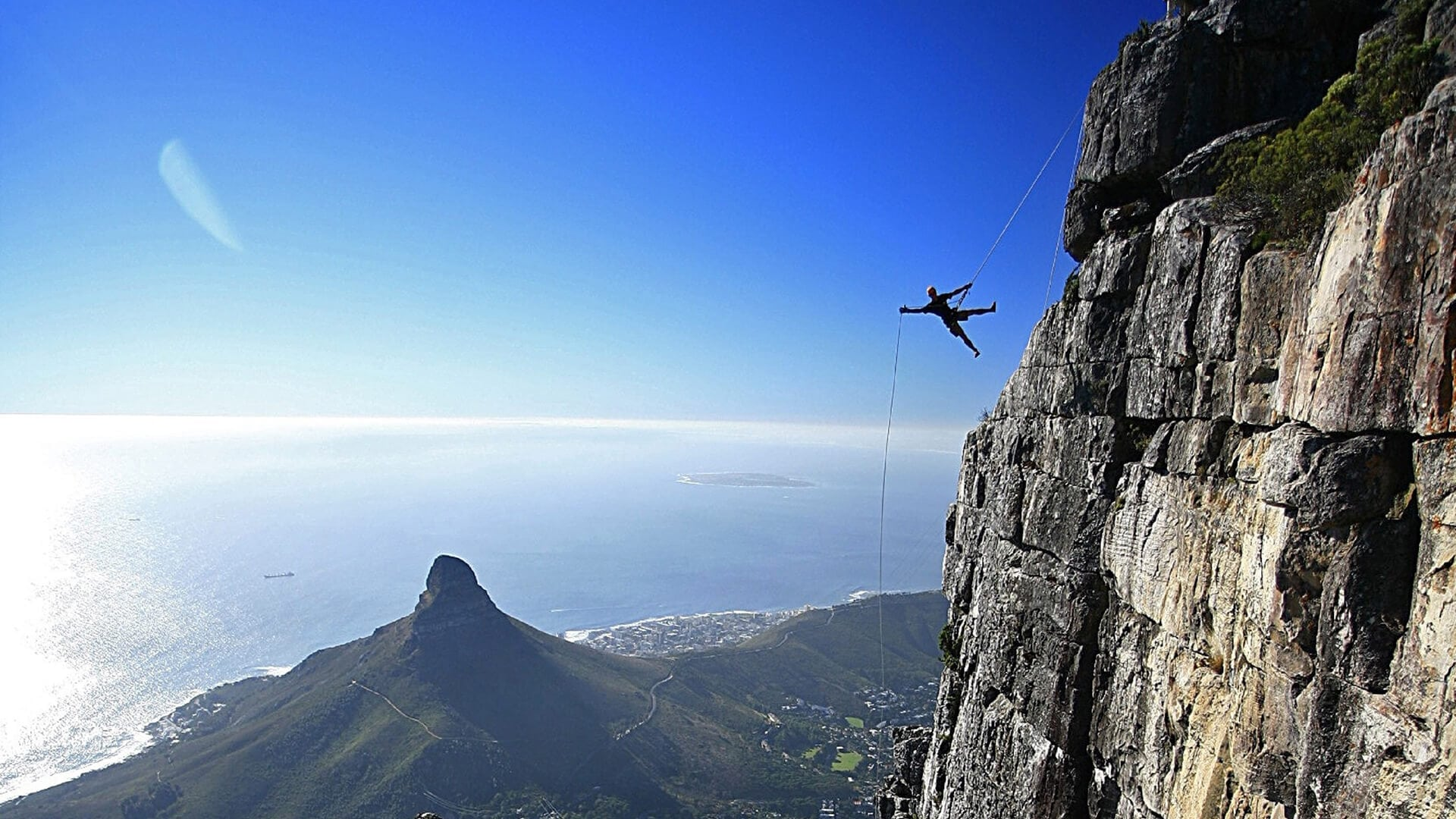 table-mountain-abseil-1